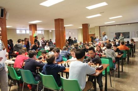 Els menjador de l'escola com a sala d'escas. 68 participants a ple rendiment.